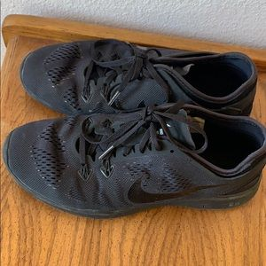 Black Nike's SZ 8